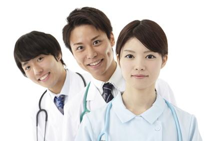 男性、女性、医療3人